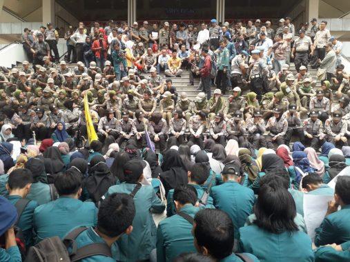 Mahasiswa Lampung Demo di DPRD Desak Jokowi Terbitkan Perppu Pembatalan UU KPK