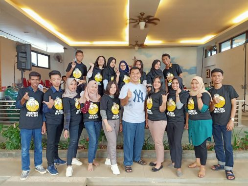 Relawan Milenial Rycko Menoza Berlatih Digital Marketing