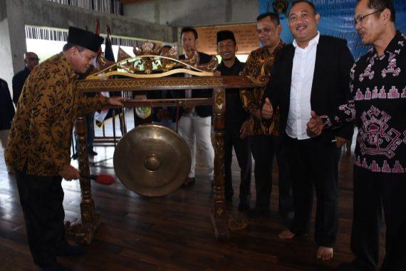 Bupati Umar Ahmad Buka Konferensi PWI Tulangbawang Barat