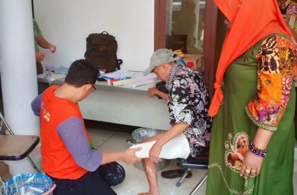 ACT dan Gojek Palembang Distribusikan 150 Paket Pangan