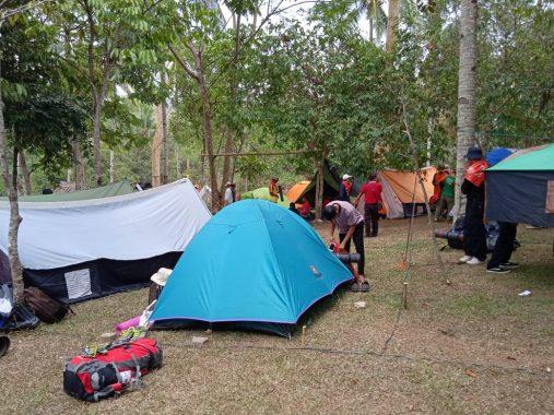 Komunitas Fit Camp Kemah Bersama di Taman Wisata dan Satwa Lembah Hijau