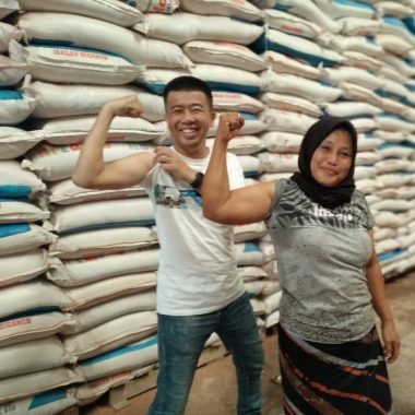 Nursinah Buruh Gudang Curhat ke Yonasyah, Kadang Nangis Kadang Tertawa
