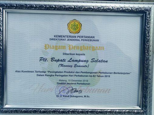 Nanang Ermanto Terima Penghargaan dari Kementerian Pertanian Direktorat Jenderal Perkebunan
