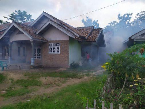 Cegah DBD Meluas, Puskesmas Rawat Inap Sidomulyo Lakukan Fogging di Tiga Desa