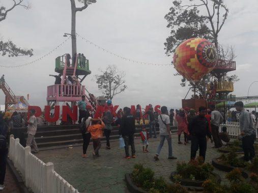 Puncak Mas Dipadati Pengunjung Luar Bandar Lampung