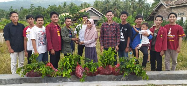 Himpunan Mahasiswa Fisika MIPA Unila Bantu Korban Banjir