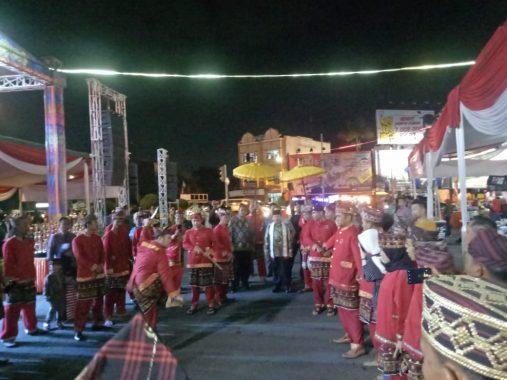 Herman HN Buka Festival Gitar Tunggal dan Gitar Klasik di Tugu Adipura