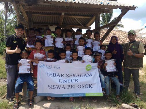 IZI Lampung Luncurkan Program Tebar Seragam Sekolah