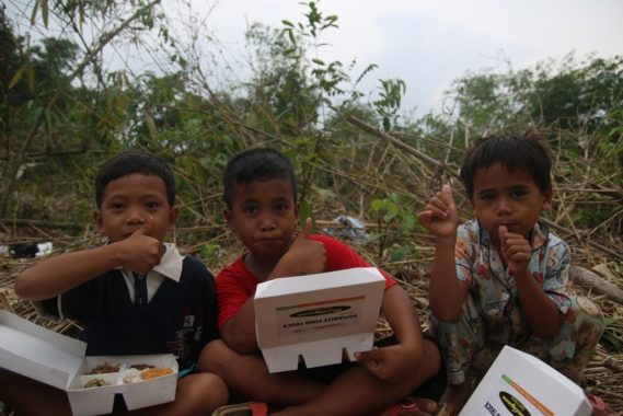 ACT Distribusikan Makanan Siap Santap ke Korban Banjir di Lebak Banten