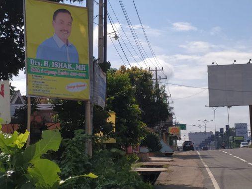 Pilkada Lampung Selatan: Poster Ishak Bertebaran di Hajimena