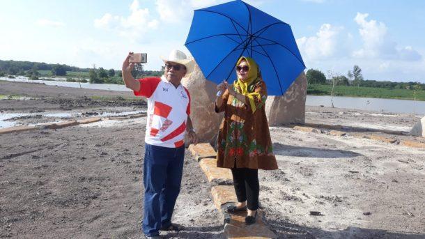 Bupati Kepulauan Seribu Husein Murad Kagumi Taman Megalithic Las Sengok Tulangbawang Barat