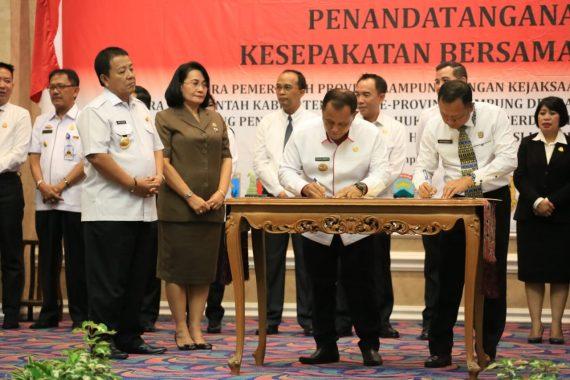 Nanang Ermanto Bersama Kepala Daerah Se-Provinsi Lampung Teken MoU Dengan Kejaksaan