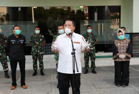 Gubernur Arinal Djunaidi Serahkan Bantuan Alat Pelindung Diri