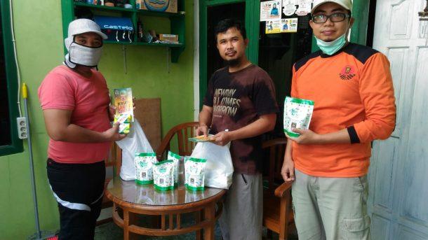 Cegah Corona, PKS Bandar Lampung Bagikan Masker dan Hand Sanitizer