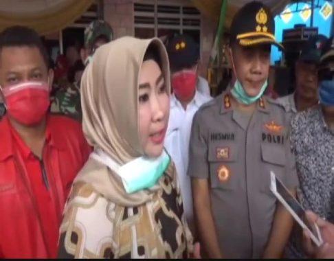Bupati Tanggamus Dewi Handajani Turun Langsung Hentikan Hajatan
