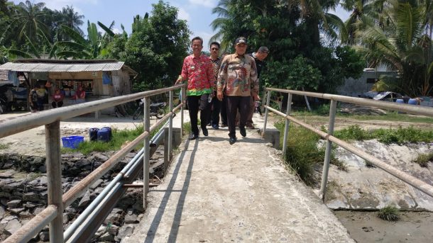 Nanang Ermanto Janji Segera Perbaiki Jembatan di Desa Berundung Ketapang