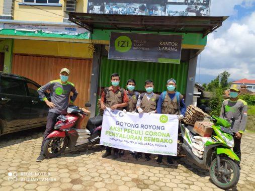 Jadi Relawan Lembaga Zakat IZI Lampung, Ketua RT di Rajabasa Nunyai Ini Keliling Salurkan Bahan Pokok