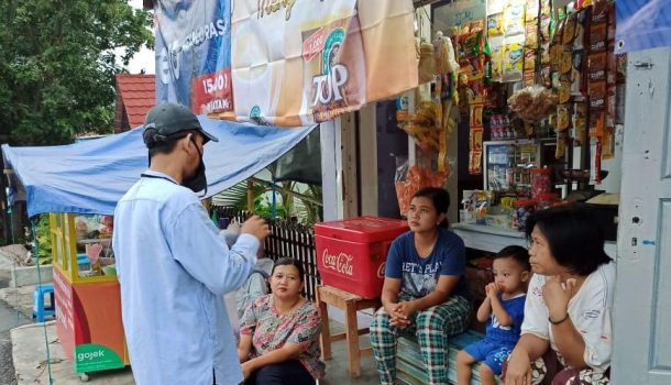 Pengurus PKS Tanjungkarang Barat dan Pusat Bagikan Masker dan Sabun ke Pedagang dan Pengendara Ojek
