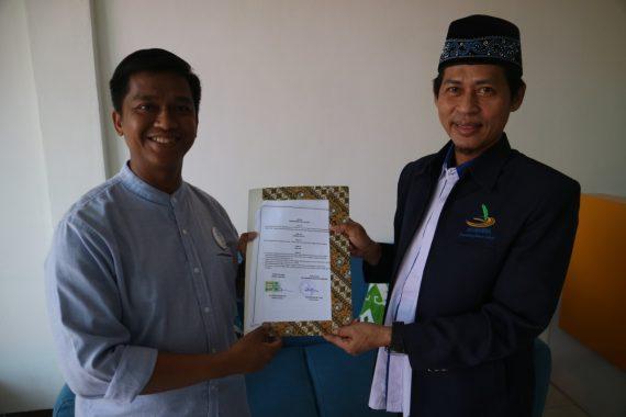 IKA Smanda 1997 Distribusikan Hand Sanitizer ke Sejumlah Rumah Ibadah di Bandar Lampung