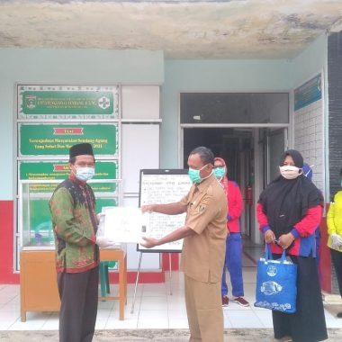 Ahmad Mufti Salim Reses dan Salurkan Bantuan ke Puskesmas Kampung Halaman