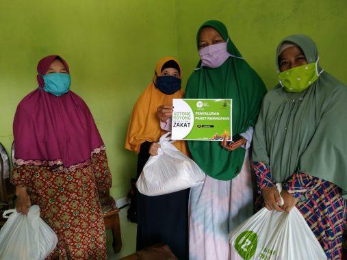Relawan Peduli Al Quds Lampung Salurkan Nasi 300 Kotak ke Warga Korban Banjir