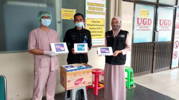 ACT Lampung Bagikan 600 Porsi Makanan Berbuka Puasa untuk Petugas Medis di 3 Rumah Sakit