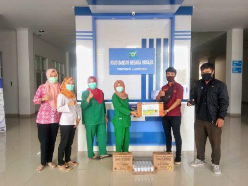 UKM Hindu Universitas Lampung Salurkan APD dan Minuman ke Rumah Sakit Bandar Negara Husada