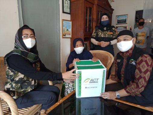 Veteran di Bandar Lampung Diberi Bingkisan Lebaran oleh ACT Lampung