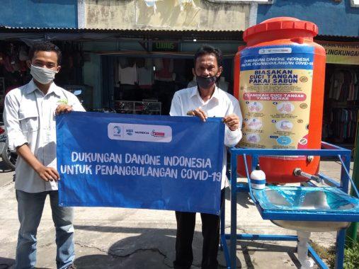 YKWS dan Aqua Danone Salurkan Paket Alat Cuci Tangan Pakai Sabun di Kotaagung
