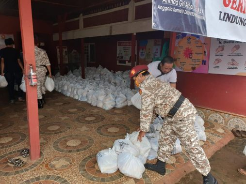 Dwita Ria Gunadi Salurkan Bantuan Beras di Lampung Timur