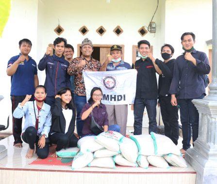 Kesatuan Mahasiswa Hindu Dharma Indonesia Lampung Bantu Korban Puting Beliung di Tulangbawang