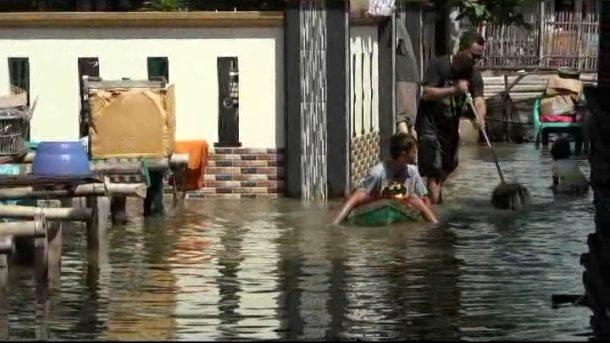 Banjir Rob Rendam Ratusan Rumah Warga di Pesisir Teluk Lampung, BMKG Imbau Waspada Gelombang Pasang Susulan