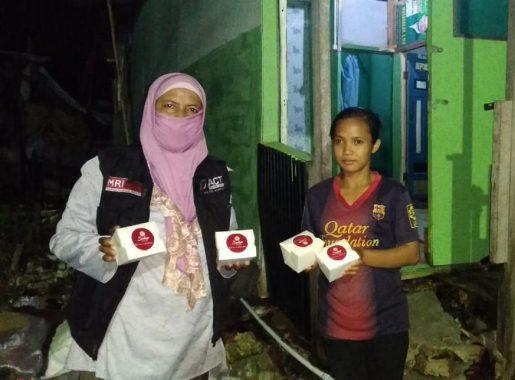 ACT Salurkan Makanan untuk Warga Korban Terendam Rob di Pesisir Teluk Lampung