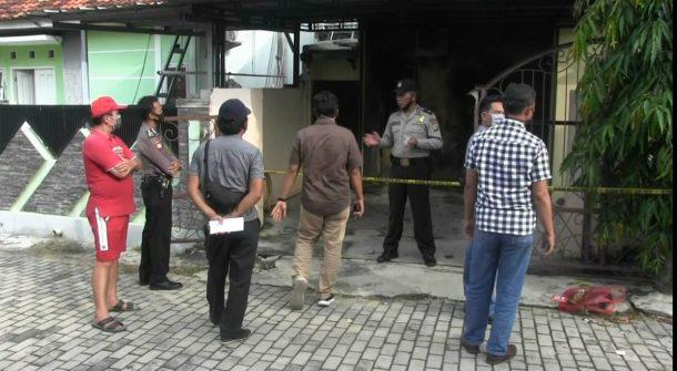 Rumah Kasubbag Kepegawaian Pengadilan Negeri Tanjungkarang Dilempar Molotov, Tembok dan AC Terbakar