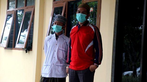 Wakil Ketua DPRD Metro Khusaini Gerakan Masyarakat Tambal Jalan Pattimura Secara Swadaya