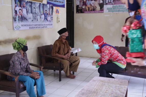Pemprov Lampung Bagikan Bantuan Sosial untuk 150 Lansia