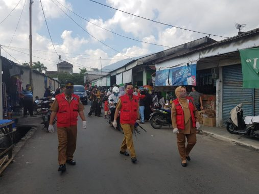 Sosialisasi New Normal, Petugas Gugus Tugas Penanganan Covid-19 Lampung Selatan Sisir Pasar Inpres Kalianda
