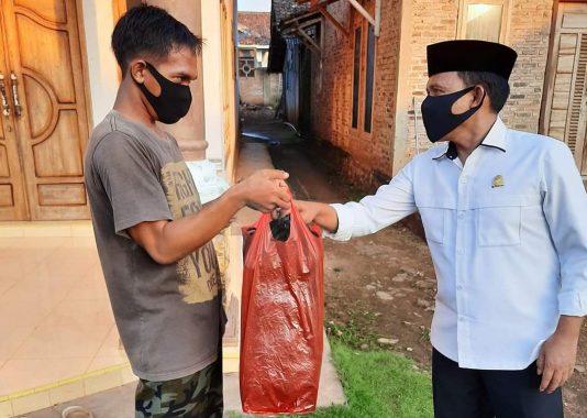 Masuki Hari Ke-69 Berbagi Nasi dan Masker, Antoni Imam Sambangi Umbul Keong Sidomulyo