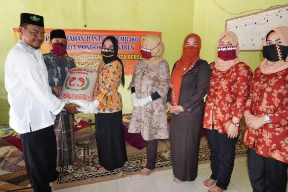 Ketua Lasqi Tulangbawang Barat Bantu Bahan Pokok ke Ponpes Tarbiyah Assuriyah