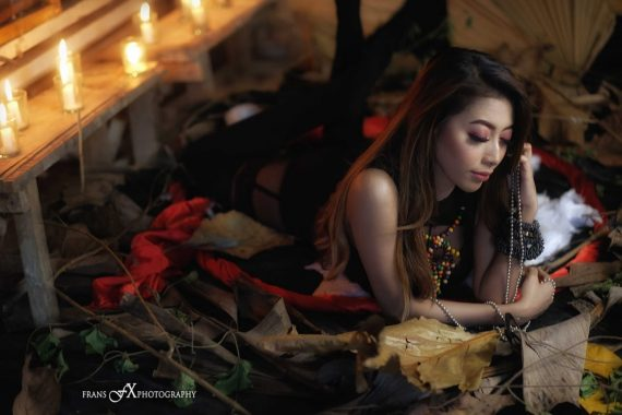 Frans FX-Andri Jangkoeng-Model Olan Kolaborasi Foto Beralaskan Daun-Daun Kering, Hasilnya Keren Abis