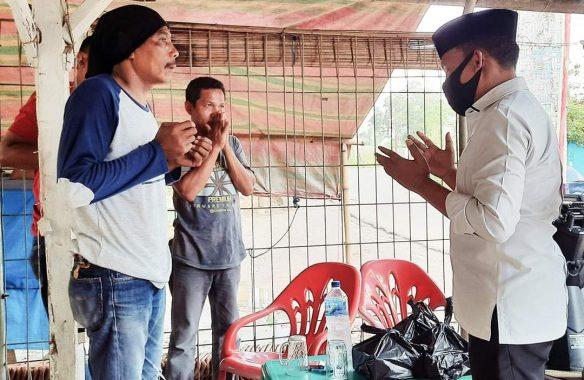 Antoni Imam Bagikan Nasi Cinta dan Masker, Tiga Desa Disinggahi Berjalan Kaki