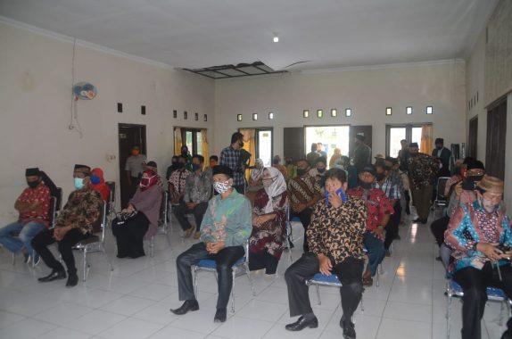 Plt Bupati Lampung Utara Serahkan Beras