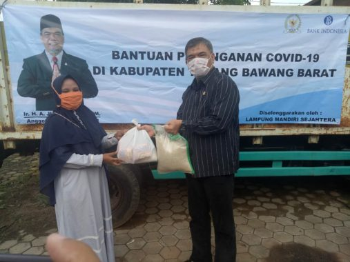 Junaidi Auly Salurkan Bantuan untuk Masyarakat Terdampak Pandemi Covid-19