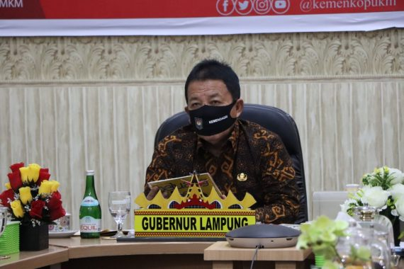 Gubernur Lampung Arinal Djunaidi Hadiri Penyerahan Dana Bergulir