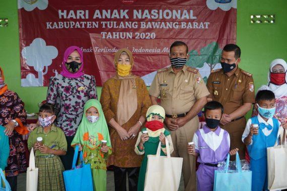 Hari Anak Nasional, Kornelia Umar Ahmad Bagikan Abon Lele dan Hadiah Lomba Mewarnai PAUD