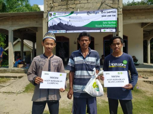 IZI Lampung dan Ikam Lampung Timur Distribusikan Daging Kurban