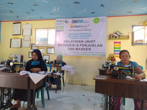 PT Bukit Asam-IZI Lampung Gelar Pelatihan Pembuatan Masker untuk Warga Pulau Tegal