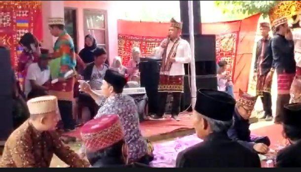 Antoni Imam Unjuk Kebolehan Nyanyikan