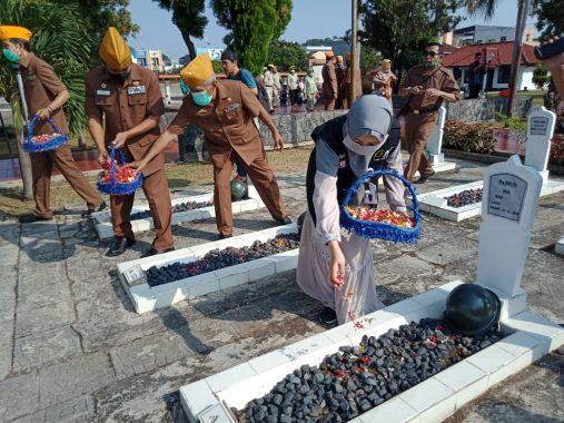ACT Lampung Ikut Serta Tabur Bunga