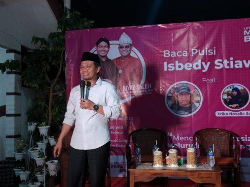 Mufti Salim Undang Isbedy Stiawan ZS Baca Puisi di Rumah Aspirasi Metro Bahagia